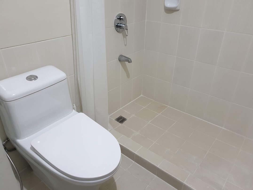 Sheridan Towers - Toilet and Bath v1