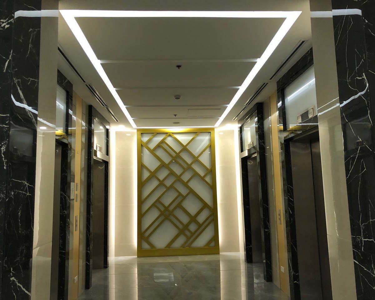 Two Maridien Elevator Lobby